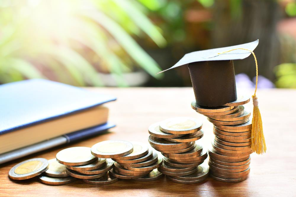 How do student loans affect credit score